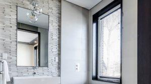 Modern bathroom with clean mirror